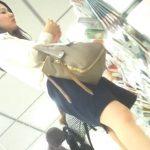 【盗撮動画】清楚美人なOLお姉さんの買い物中に多彩アングルでパンチラ攻略www