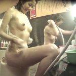 【盗撮動画】女撮り師作品!健康ランドの女子風呂洗い場でスレンダー清楚美人の全裸隠し撮り!