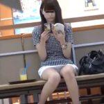【盗撮動画】スレンダー美脚美人の激カワギャルの股間を凝視したパンチラ映像が最高!