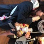 【HD盗撮動画】イイやつです!マックらしき店内でマジで可愛い制服JKのパンチラ隠し撮り!