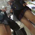 【HD盗撮動画】高画質映像で見る現役JKのパンチラ映像がフェロモン駄々漏れな件www