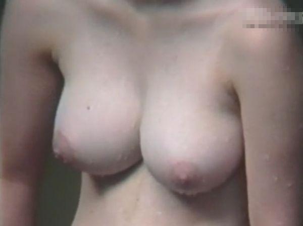 【盗撮動画】野外露天!女子風呂リアル映像!素人ギャルや人妻の美乳巨乳が満載www
