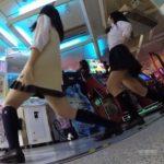 【盗撮動画】ラッキーパンチラ!ゲーセンでダンスゲーム中のJKパンチラ見放題だったwww
