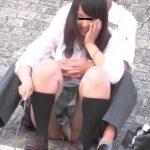 【盗撮動画】イイやつです!イチャ付き高◯生カップルの美少女彼女の整理中パンチラwww