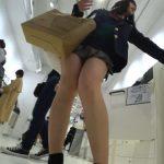 【HD盗撮動画】イイやつです!しっとり色白プルプル!黒髪美少女JKの食い込みパンチラ!!
