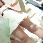 【盗撮動画】アパレル店で美人ショップ店員さんの接客中のお色気パンチラを隠し撮りwww