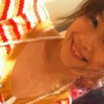 【盗撮動画】思いっきり愛嬌振りまいて接客してくれる美人ショップ店員の胸チラ覗き込み!