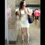 【盗撮動画】白いワンピースの素人ギャルを逆さ撮りしてパンチラを隠し撮りした!!