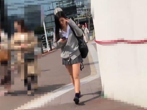 【由愛可奈イラマチオ】極上色白な淫乱痴女アイドル、由愛可奈のイラマチオ白目騎乗位プレイエロ動画。