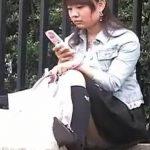 【盗撮動画】街撮りパンティ映像!素人ギャルの股間にズームするとパンチラしてる件www