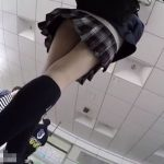 【盗撮動画】可愛らしい顔して極上の美脚!制服女子校生のパンチラを追跡攻略しまくった!!