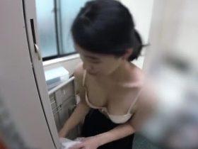 【盗撮動画】イイやつです!巨乳具合が気になる清純バイト女子の着替えを店長が隠し撮り!