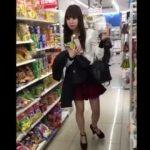 【盗撮動画】買い物していた激カワOL風おねーちゃんのスカート内を逆さ撮りしてネット公開!!