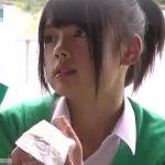 【盗撮動画】まさしくアイドル級の美少女の股間を正面撮り!極上のパンチラ凝視アングル!