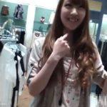 【盗撮動画】イイやつです!癒しの笑顔!可愛すぎた美人ショップ店員のもっこり股間パンチラwww