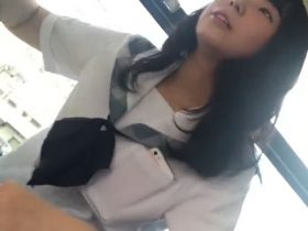 【HD盗撮動画】天使のような制服美少女を発見!バス内でパンチラを隠し撮りして興奮しまくる!