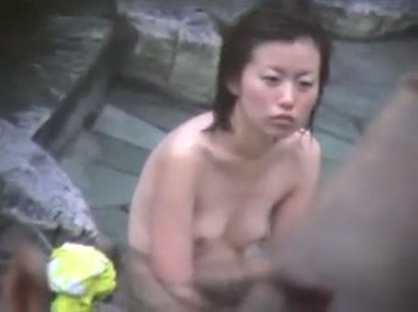 【盗撮動画】旅館従業員が投稿した女子風呂映像が人妻熟女のハダカの楽園状態だったwww