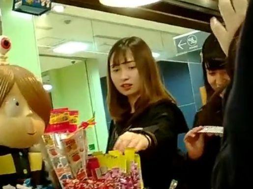 【盗撮動画】ハーフ顔美少女の素人JK美少女の新鮮な下半身からパンチラを無断攻略!!