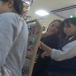 【盗撮動画】JS小○生のような顔立ちのJC中○生のロリ美少女のパンチラを逆さ撮り!!