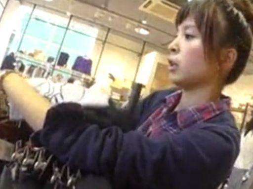 【盗撮動画】逆さHERO!笑顔とお団子ヘアーが好印象な美人ショップ店員のパンチラ攻略!