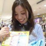 【盗撮動画】逆さHERO!好感度の高い接客が素晴らしい美人ショップ店員のパンチラ!!