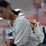 【盗撮動画】イイやつです!即削除!ようやく二次成長か!童顔ロリ美少女のパンチラ激写!