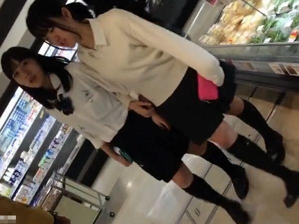 【盗撮動画】激カワ萌え萌えな美少女女子校生のパンチラを隠し撮りすると有能すぎたwww