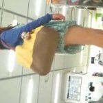 【盗撮動画】爽やか系清楚美人のお嬢さんを逆さ撮りしてパンチラ美脚を捕獲したwww