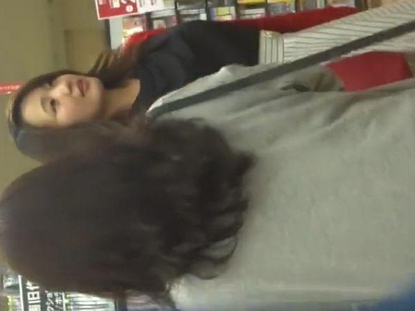 【盗撮動画】イイやつです!アジアンビューティーな清楚美人OLお姉さんのパンチラ隠し撮り!