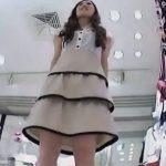 【盗撮動画】イイやつです!Mr.研修生!美女のパンティは正義!ショップ店員のパンチラ映像!