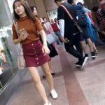【盗撮動画】素人一般人の可愛いギャルを逆さ撮り!台湾人お嬢さんの貴重パンチラ映像!