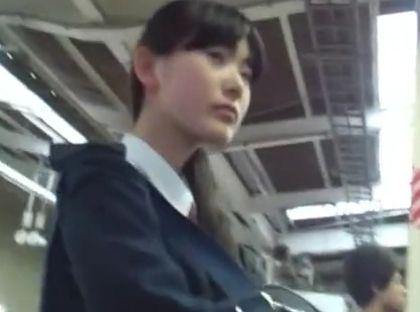 【盗撮動画】危険物につき即削除!アドケナイ清純処女のJC中○生からパンチラを隠し撮り!