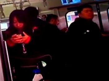【盗撮動画】撮れたて絶品のもも肉サイコー!電車で素人ギャル達のパンチラを乱獲した!