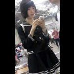 【盗撮動画】コミケ会場で激カワ素人コスプレイヤー美少女ちゃんのパンチラ隠し撮り!!