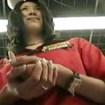 【盗撮動画】家電量販店で美形ショップ店員のお姉さまのパンチラを逆さ撮りすると完璧www