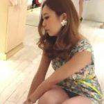 【盗撮動画】スレンダー美脚美人のショップ店員の極上ギャルのパンチラを隠し撮り!