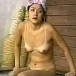 【盗撮動画】イイやつです!日焼け跡クッキリ!女子風呂で美乳美女の全裸隠し撮り!