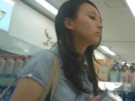 【盗撮動画】待望の素人美女と本物JC中○生混入パンチラ詰め合わせ映像とか危険物!!