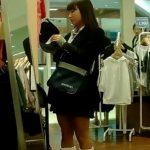 【盗撮動画】ママと買い物中の激カワ女子校生の清純美少女のパンチラ隠し撮り!!