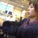 【盗撮動画】逆さHERO!お団子ヘアーの美人ショップ店員さんのパンチラ極上www