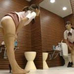 【盗撮動画】トイレでストッキングを履き替える美人ショップ店員が可愛すぎた件!!