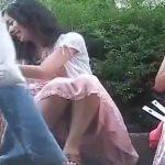 【盗撮動画】街撮りパンティ!雰囲気サイコーの美人さんの股間のパンティ覗き見www