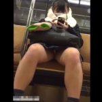 【盗撮動画】電車対面の激カワ女子校生の股間凝視!!!無防備にチラ見えするパンチラ!!