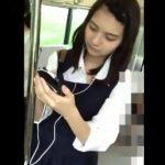 【盗撮動画】イイやつです!JC中○生じゃないのか!!!童顔ロリ美少女に捲りパンチラ!!