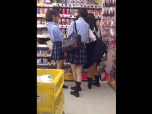 【盗撮動画】思春期に入った華奢なJC中学生の放課後に粘着してパンチラ隠し撮り!!