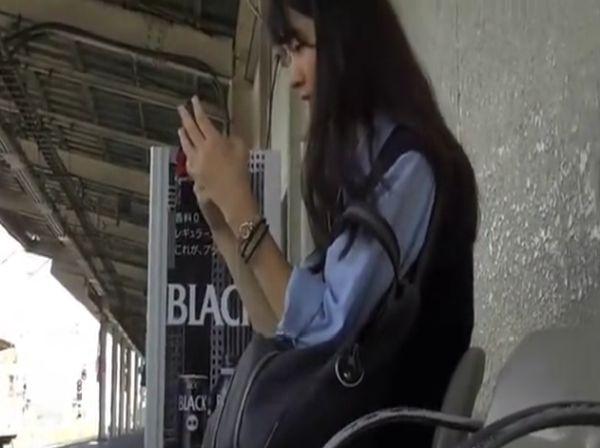 【盗撮動画】もちもちプルルン!JC中○生の清純ロリ美少女に禁断の捲りパンチラ!!