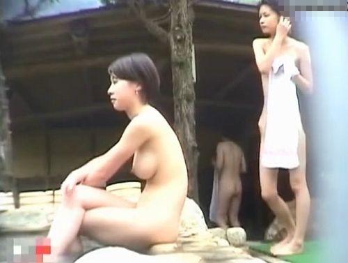 相田すみれ豊満色白おっぱいの敏感乳首をローター責めしちゃう